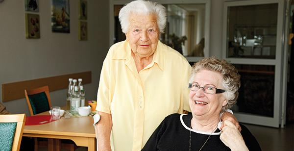Zwei ältere Damen